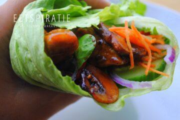 Kip ketjap salade in sla wraps