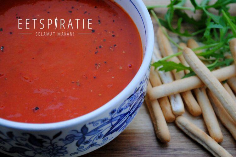 Soep met gegrilde paprika