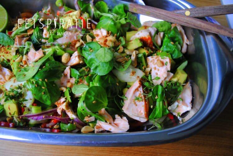 Salade met zalm en Oosterse dressing