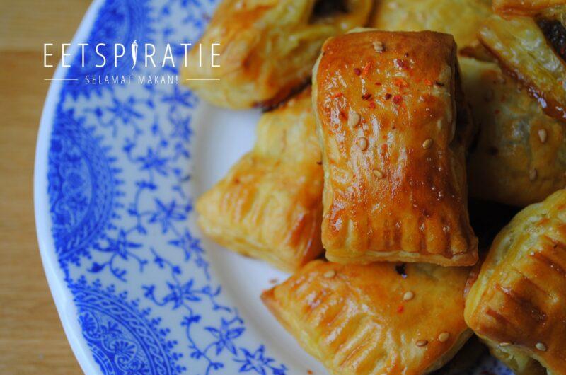 Indische saucijzenbroodjes