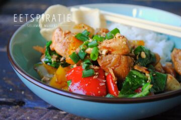 Snelle Thaise wokschotel met kip