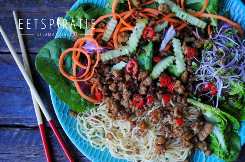 Oosterse salade met krokant gehakt