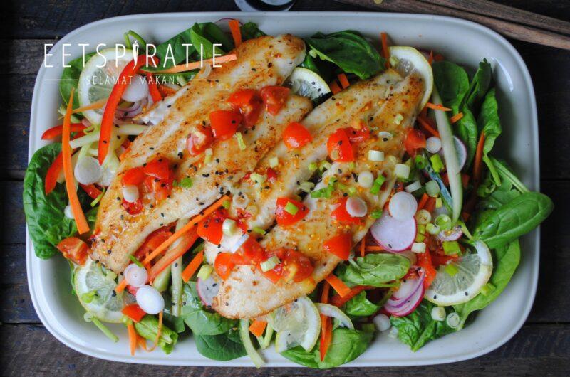 Salade met vis en Thaise zoete dressing