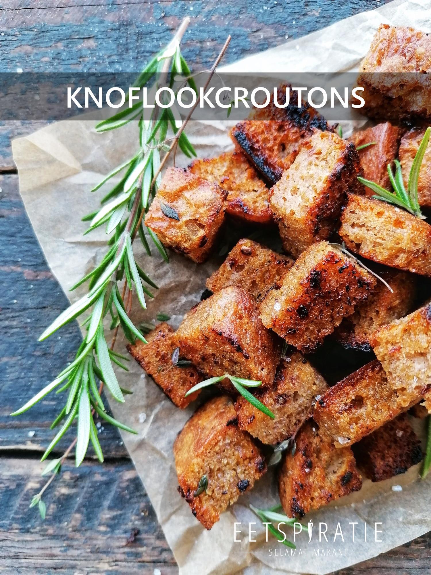 Knoflookcroutons maken in de koekenpan